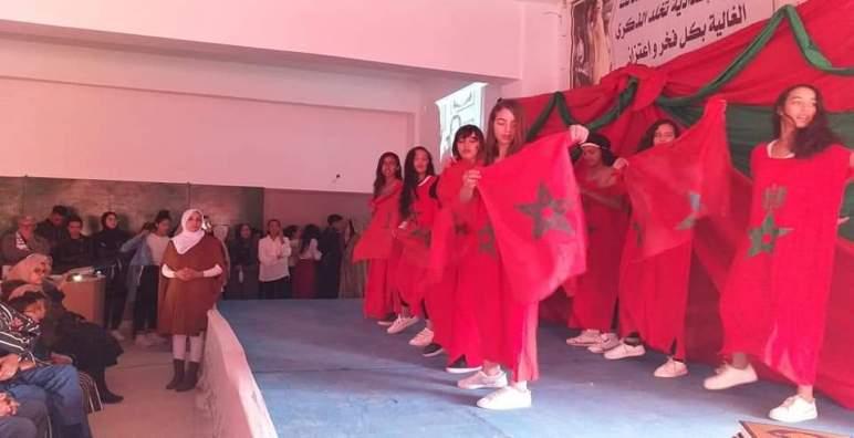 ثانوية عبد المالك السعدي الإعدادية بأولاد زمام تخلد ذكرى المسيرة الخضراء المظفرة وعيد الاستقلال المجيدبملحمة فنية من إبداع تلاميذ المؤسسة