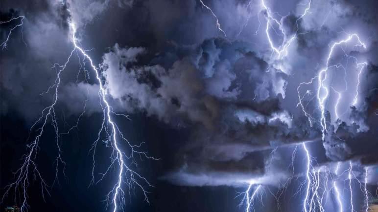 مديرية الأرصاد الجوية تحذر : تفادوا الوقوف بالأسطح أو الأماكن المرتفع تجنبا للصواعق…