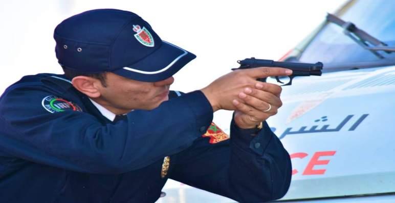 """الأمن يطلق الرصاص في مكناس على سيارة اخترقت نقة مراقبة مكلفة بفرض """"الطوارئ الصحية"""""""