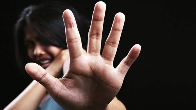 تعذيب ثلاثينية جنسيا وجسديا في سلا. زوجان خدراها وأدخلا قنينة جعة في جهازها التناسلي ووثقا جريمتهما ب 5 أشرطة فيديو